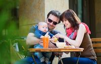 【育児相談:ベビーの食事】ベビーと一緒に外食を楽しもう