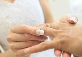 注目を一身に浴びる場面!指輪交換や誓いのキスで気をつけること