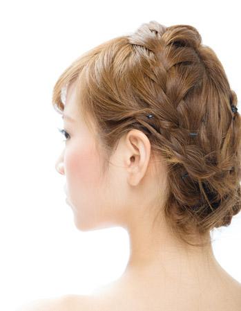 結婚式の髪型アレンジその1「編み込みサイドアップ」