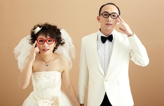 普段メガネをかけている人、結婚式当日はどうする予定ですか? 実は私もメガネ女子でした。でもウエディングドレスには合わないメガネだし(そりゃそうだ)、和装に