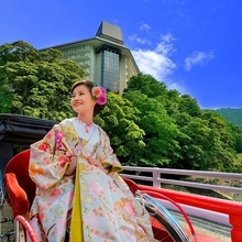 季節を彩る箱根の山をバックに、リゾート感溢れる写真を残して☆