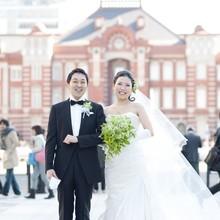 旧東京駅舎を背景に特別な記念撮影